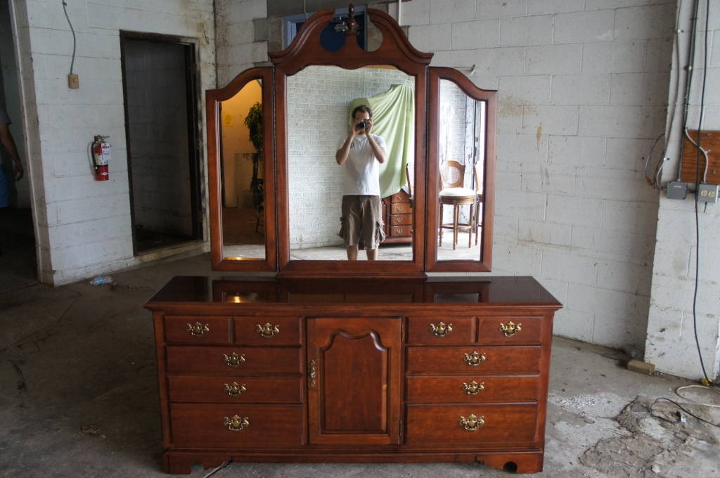 High Quality Thomasville Furniture Winston Court Cherry Bedroom Dresser U0026 Mirror 9 Drawer