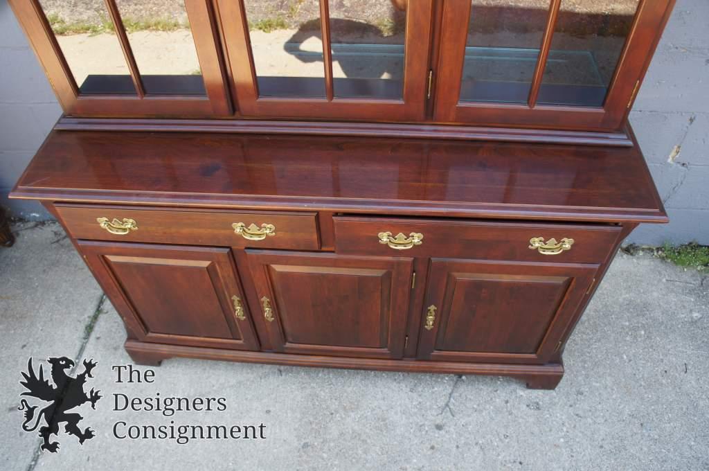 Crescent Furniture 1996 Queen Anne Style Cherry Hutch China Cabinet Cupboard